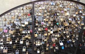 Om vi låser ett lås håller vi ihop för alltid