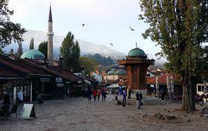 Sebilj fontänen och en av moskéerna