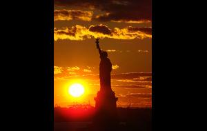 Frihetgudinnan i solnedgång