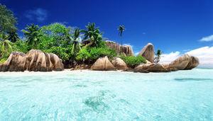 Ett örike perfekt för ö-hoppning, orörda stränder och romantik