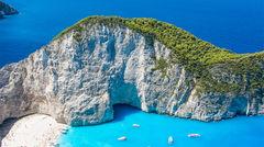 Navagio Beach på Zakynthos har du säkert sett på ett vykort eller två.