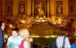 Rom - Fontana di Trevi i kvällsljus