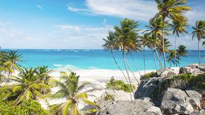 Barbados har milslånga stränder.