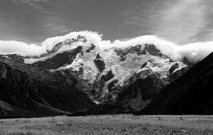 Molnslöjor över Mount Cook