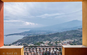 Utsikt från vår balkong i Taormina