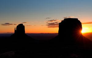 Soluppgång i Monument Valley