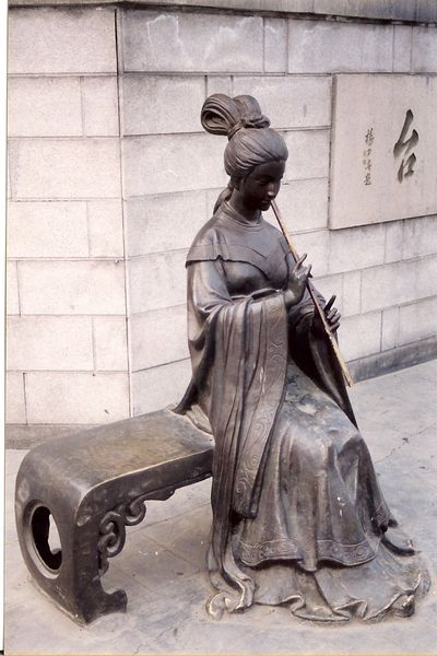 Čudne statue širom sveta Rg_717228_m600