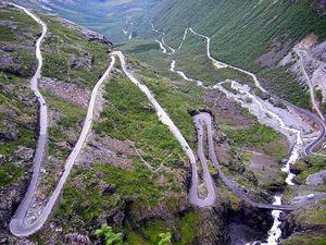 Trollstigen utmanar till bergsklättring – med bil!