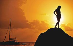 solnedgång på beau vallon beach