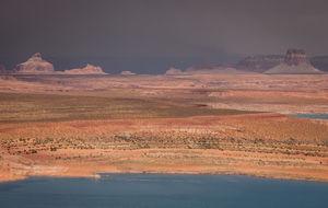 Lake Powell i sol och oväder