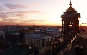 Solnedgång över Sankt Petersburg