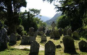 Gammal kyrkogård i Glendalough