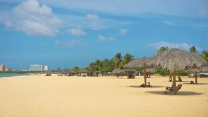 Internationella Aruba lockar med både vackra stränder och högklassig shopping.