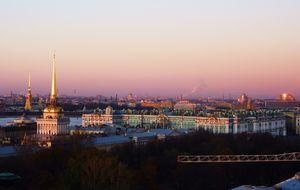 Vy över Sankt Petersburg och Eremitaget