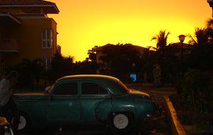 Oslagbar solnedgång i spännande Havanna