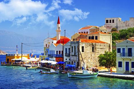 Fynda lyxig charter till Grekland under 5000