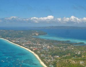 Boracay och White Beach från ovan.