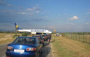 vänta...flygplan på vägen