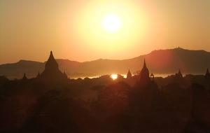 Solnedgången från Shwesandaw pagoda