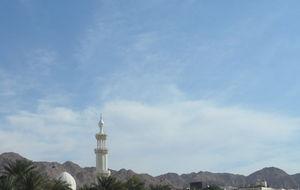 en minaret i staden