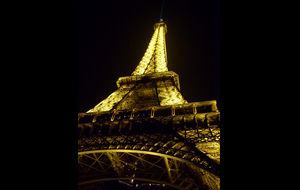 Eiffeltornet i mörkret