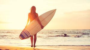 Aktivera dig med cool surfing på din semesterresa