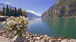 Upptäck Italiens största sjö och byarna runtomkring