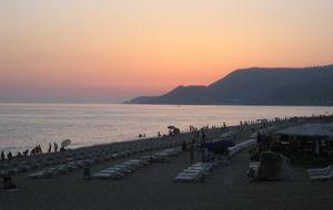 Solnedgång över Kleopatra stranden