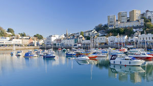 Den Engelska Rivieran lockar med palmer och sandstränder