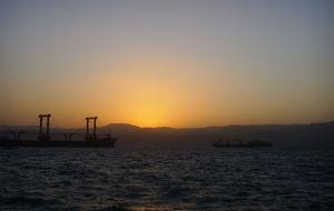 Solnedgång över hamnen