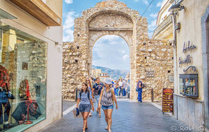 Porten till den gamla stadskärnan