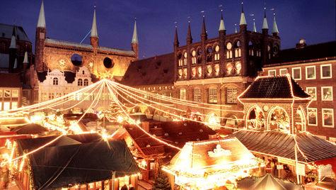 Stämningsfyllda ljus på julmarknaden i Lübeck.