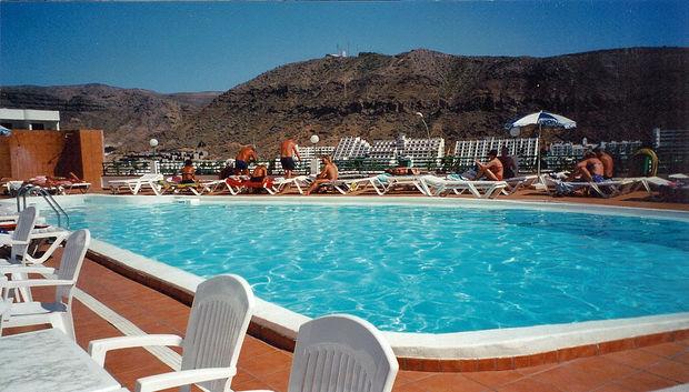 hotellpoolen bilder puerto rico gran canaria spanien reseguiden. Black Bedroom Furniture Sets. Home Design Ideas