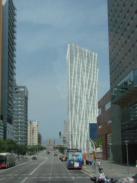 Modern arkitektur i stan - bilder barcelona, barcelona-området