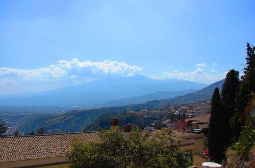 Etna i bakgrunden  Taormina  Sicilien