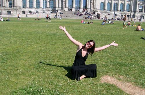 på gräsmattan framför riksdagshuset
