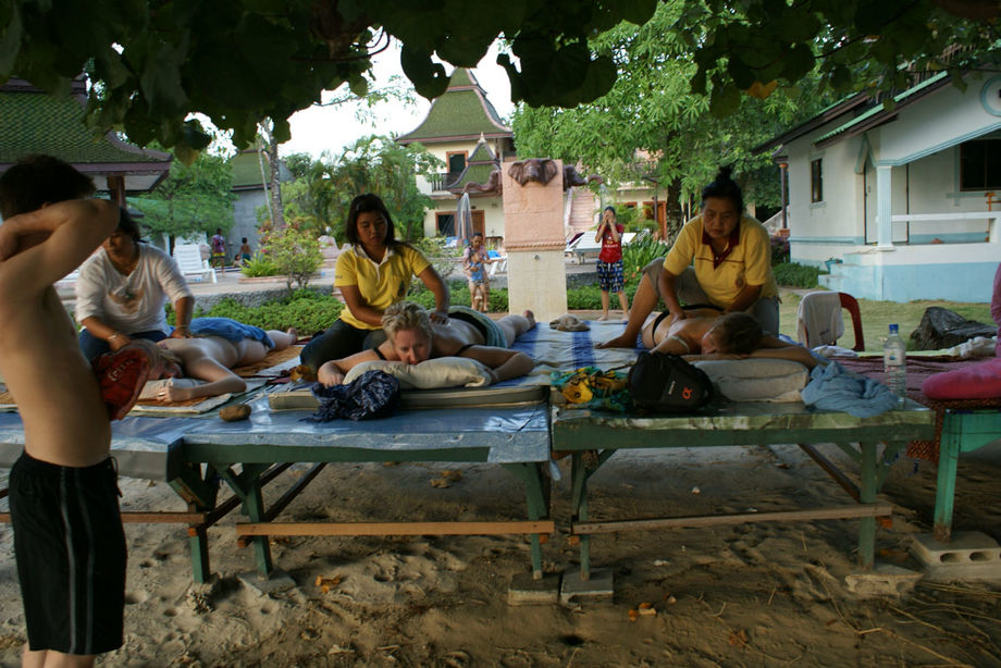 Nightlife & Thai Girls on Koh Chang Thailand Redcat