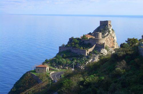 Il castello di Sant Alessio-Sicilien