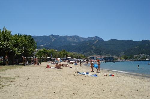 Den största närliggande stranden