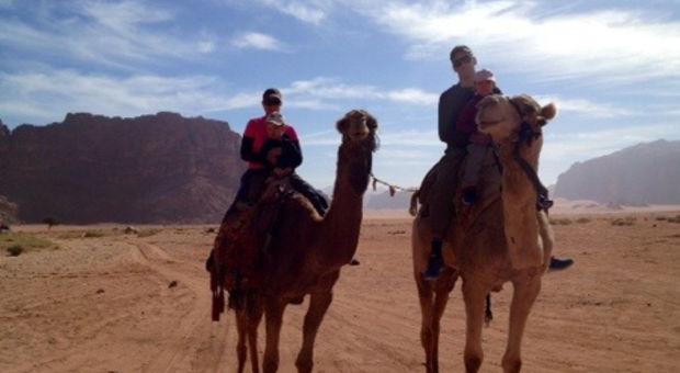 Kamelridning i Wadi Rum, Jordanien
