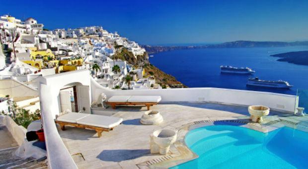 Santorini är vykortsvackert