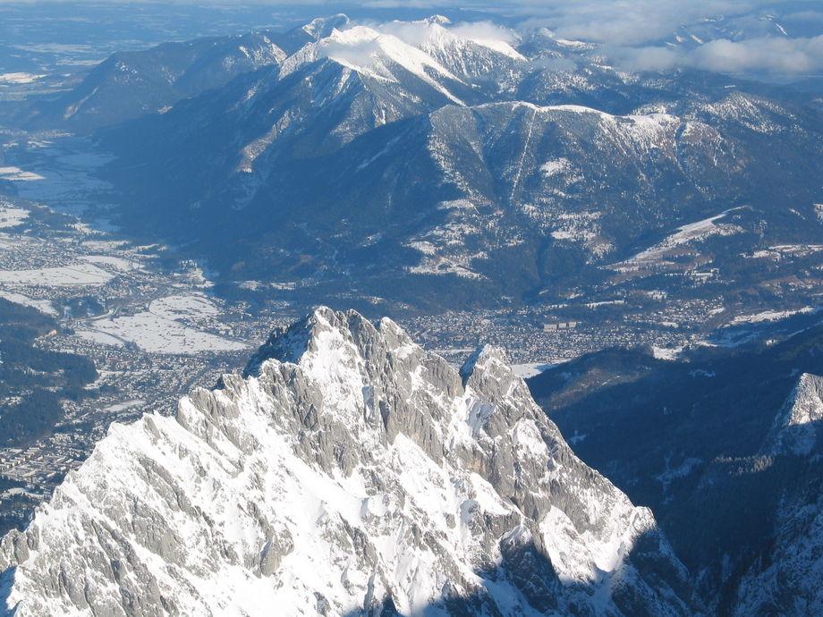 Vy fr n zugspitze g p nere i dalen garmisch - Garmisch partenkirchen office du tourisme ...