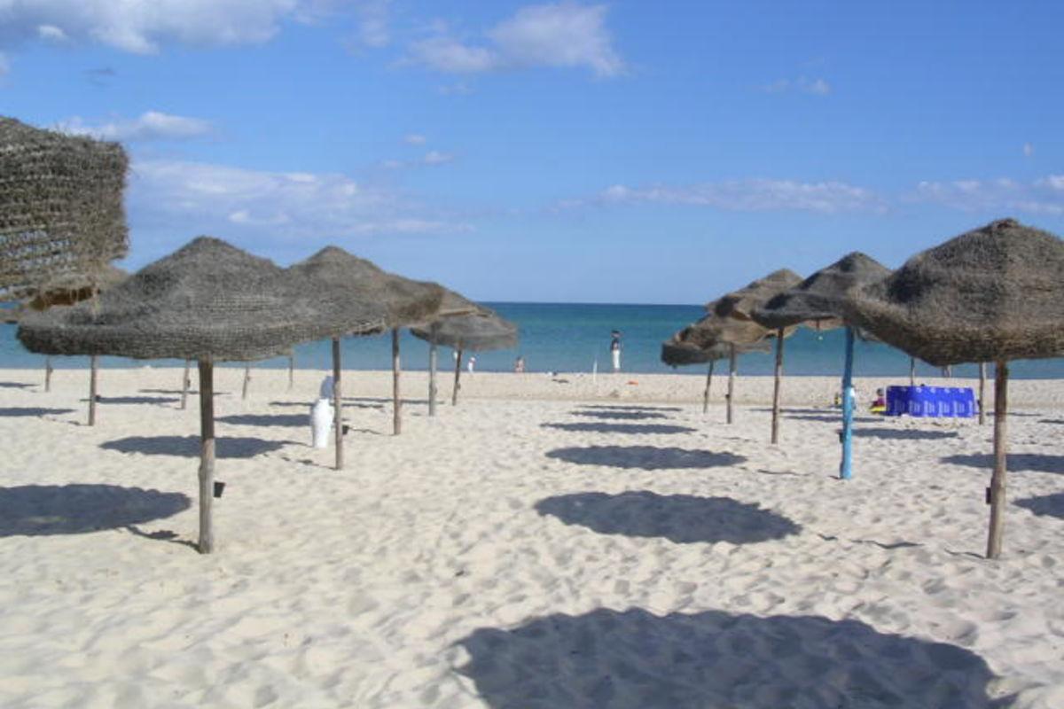 Stranden vid hotellet i Hamamet