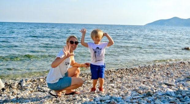 Towe med sonen Aramis som ofta får följa med på resorna.