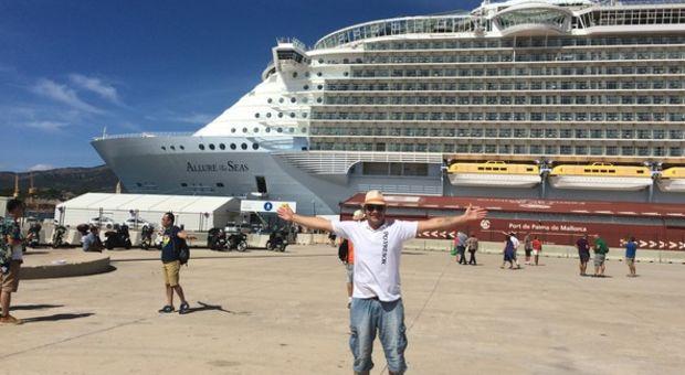 Den stora båten ska kryssa runt i Medelhavet, Lengan är redo!