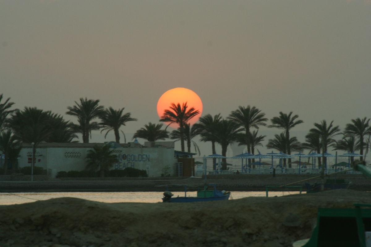 Solnedgång vid stranden