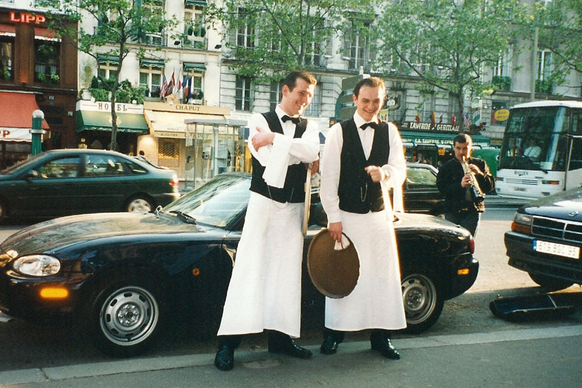 Kypare utanför Café de Flore