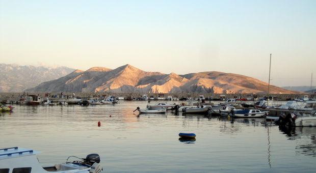 Utsikt från hamnen i Baska, rekommenderas!