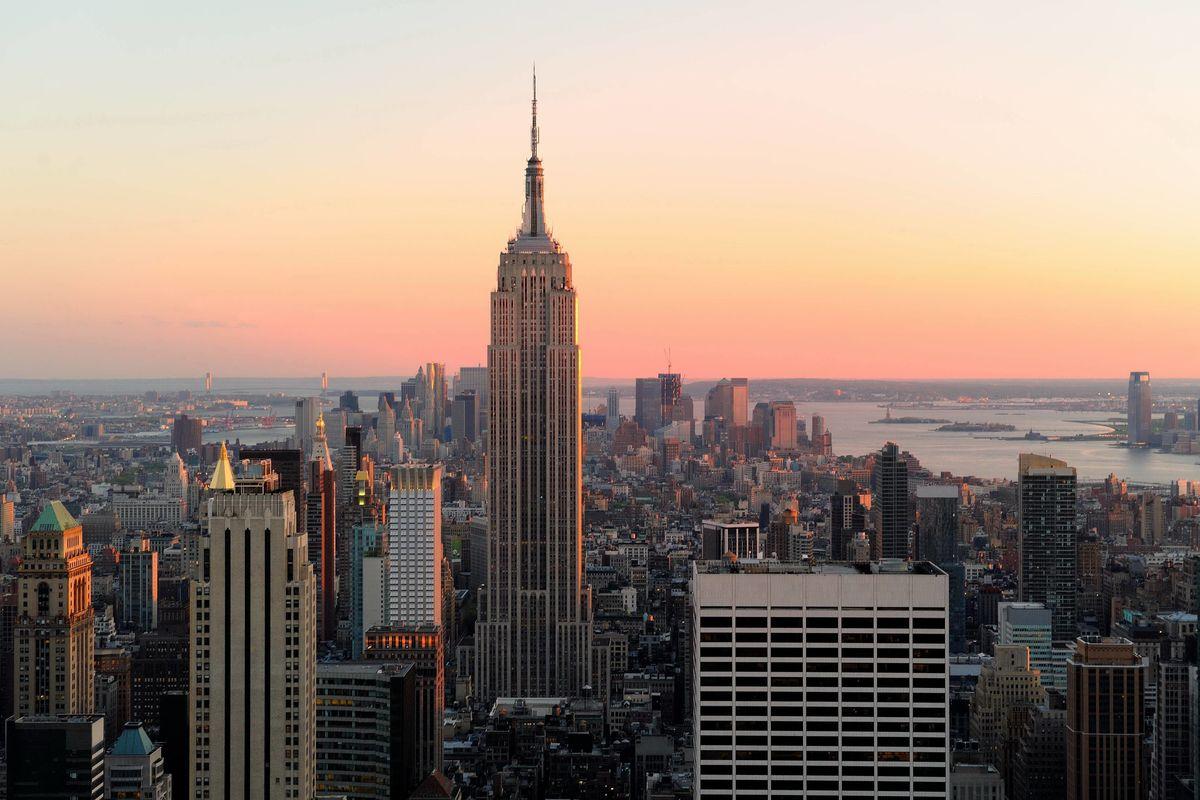 Empire State Building i solnedången
